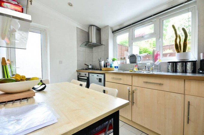 Property to Rent in 3 Bed Flat for Rent, London, United Kingdom