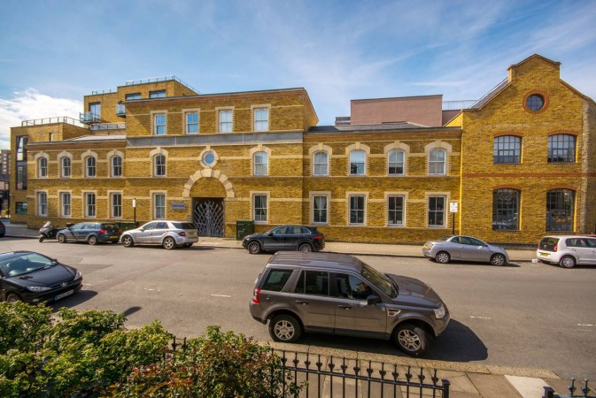 Property to Rent in 3 Bed Flat for Rent, Battersea Park, United Kingdom