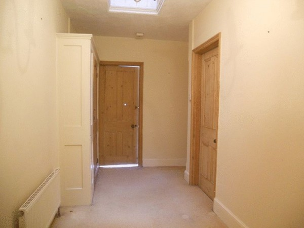 Property to Rent in 2 Bed Flat for Rent, REDHILL, United Kingdom
