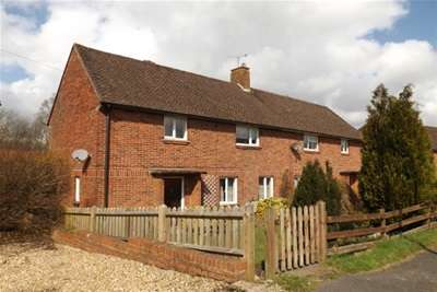 Property to Rent in 3 Bed Detached house for Rent, Horsham, United Kingdom
