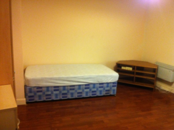 Property to Rent in 1 Bed Studio flat for Rent, STALYBRIDGE, United Kingdom