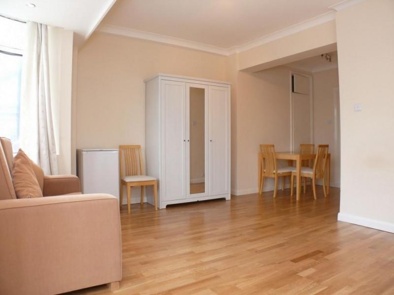 Property to Rent in Studio to rent, Warren Street, Warren Street, Warren Street, United Kingdom