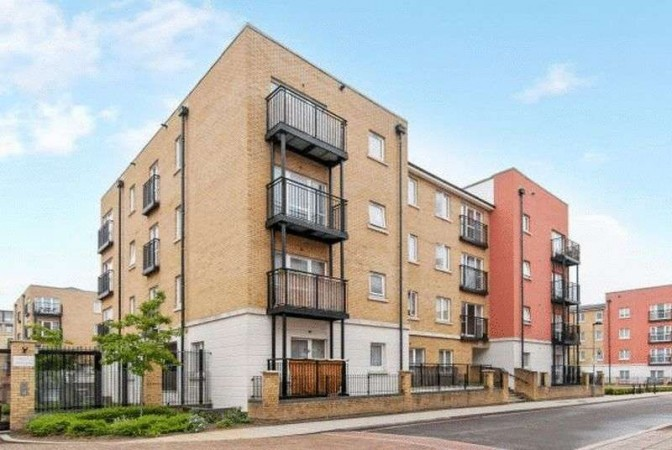 Property to Rent in 3 Bed Apartment for Rent, LONDON, United Kingdom