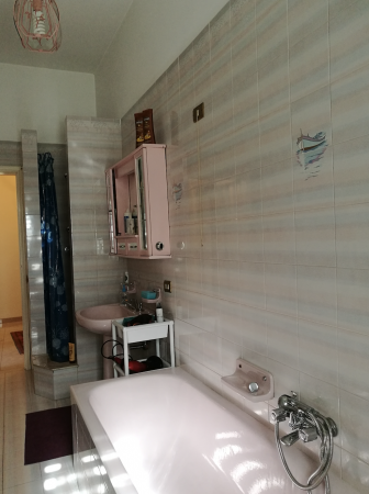 Complete bathroom upper floor