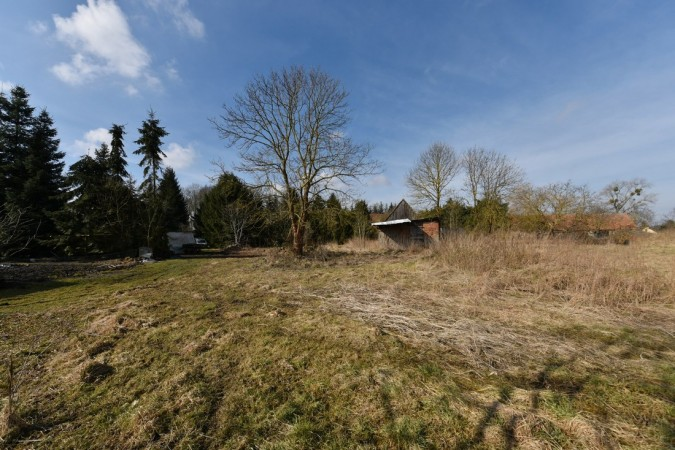 Large plot with small cottage for renovation