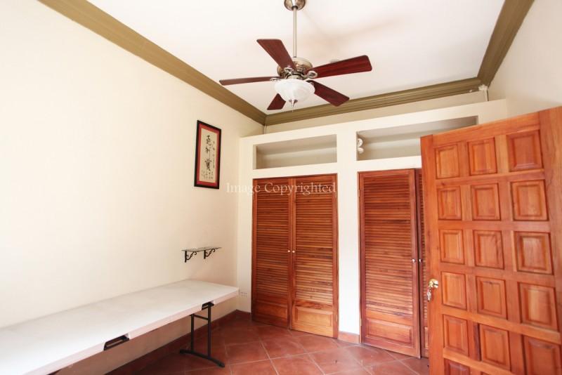 2nd bedroom-mainhouse