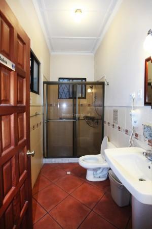 full bath/common area
