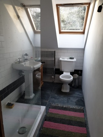 Ensuite shower/WC
