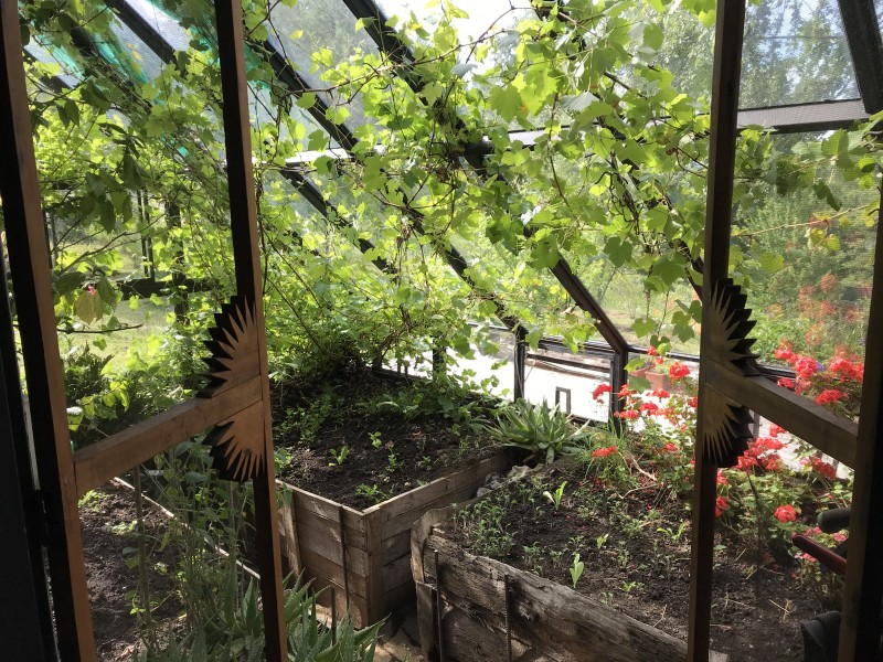 Attached greenhouse