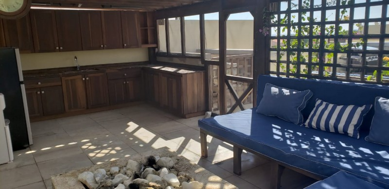 Roof kitchen & Fire pit