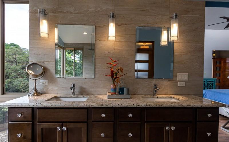 Dual sinks/granite counter