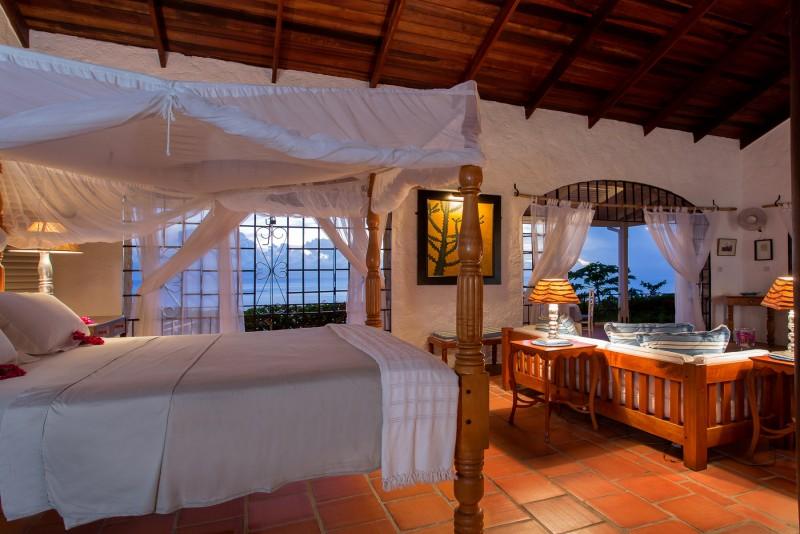 cottage king bed