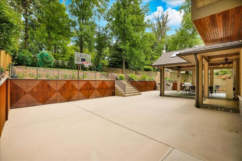 Backyard basketball side