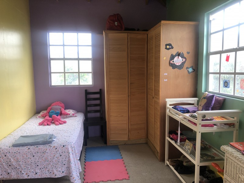 Bedroom with 2 twin beds