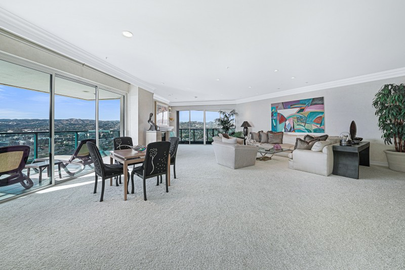 Open floor large unit with views