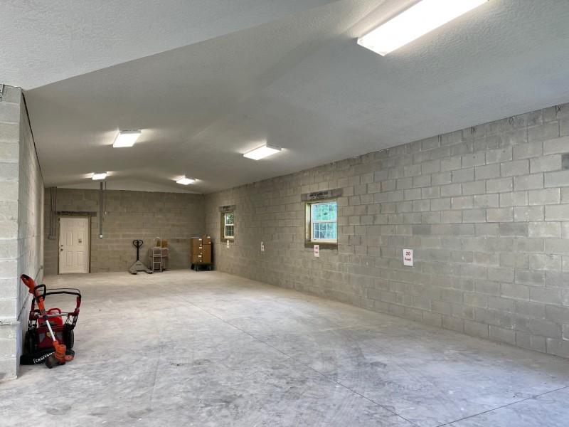Oversized 1,900 SF Garage