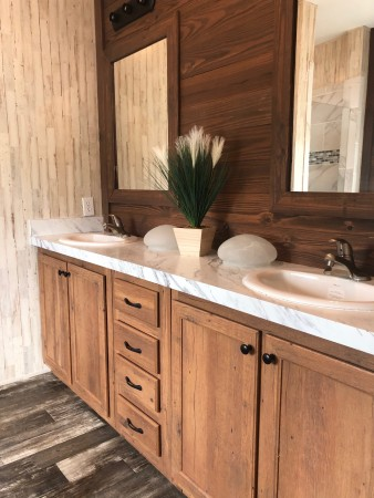 Main Bedroom Ensuite with Double Sinks